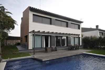 Excellent modern 2 story house 25 min away from Barcelona